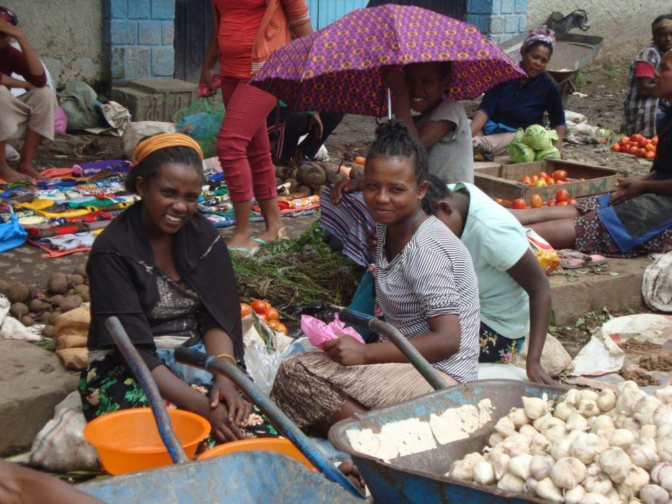 Ženy namístním tržišti vHawasse, najihu Etiopie